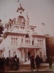 Pavillon avec M. et Mme J. Sibaud – Exposition 1900